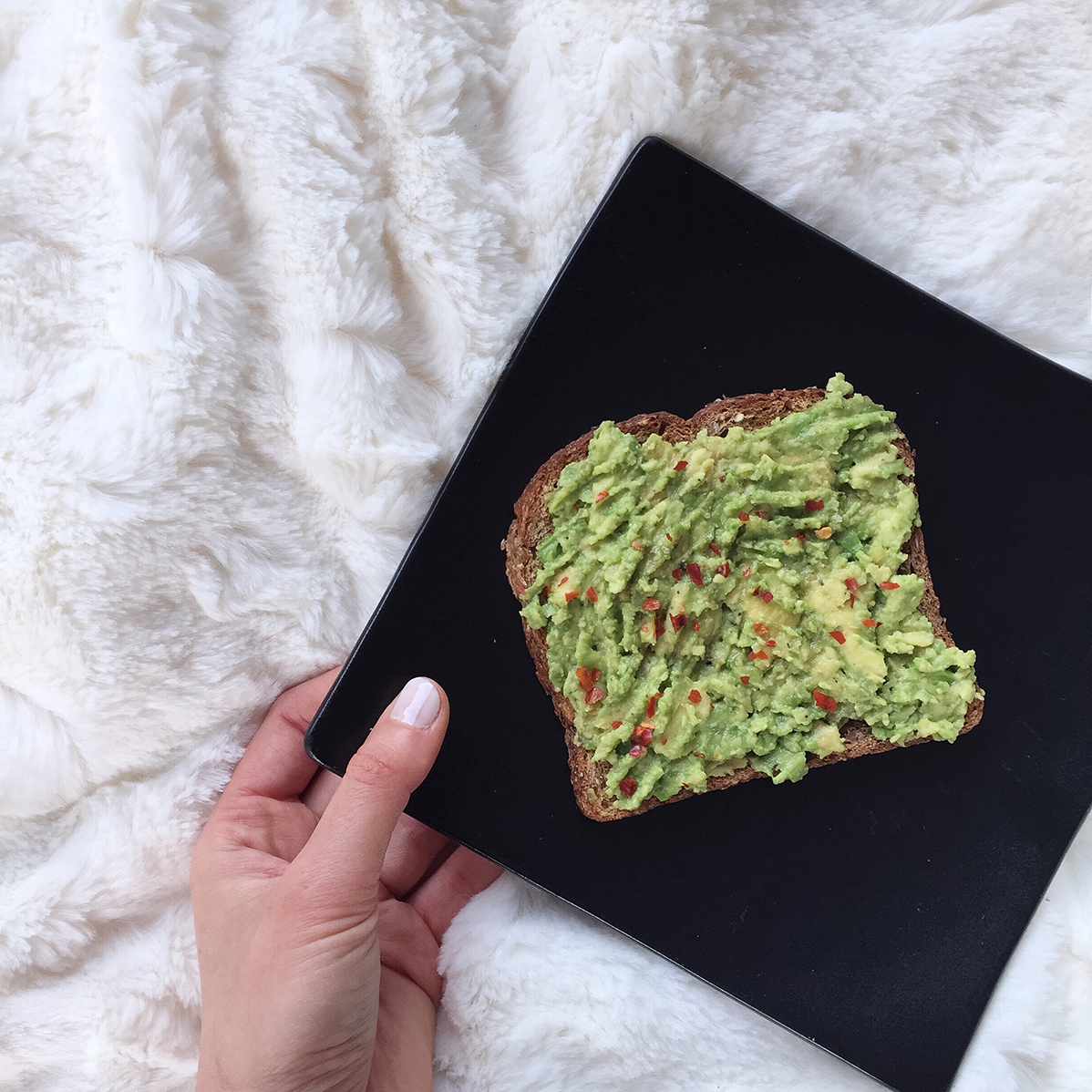 Guac toast with chili flakes_joyfetti.com